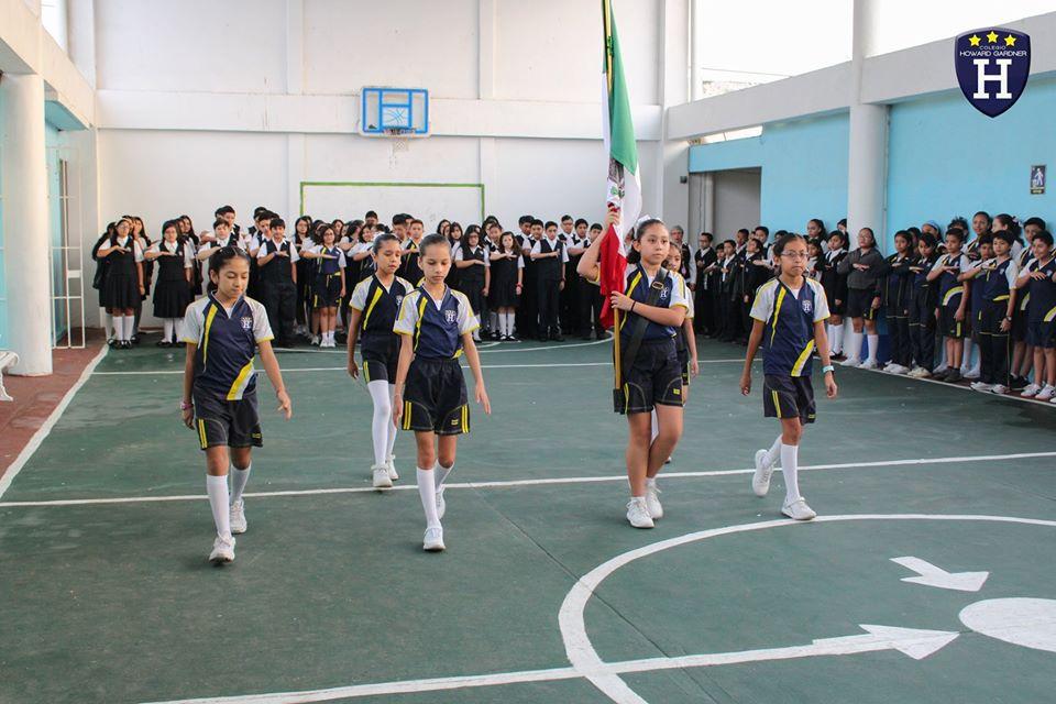 5° Amatista nos dirige al rendir honores a nuestra bandera