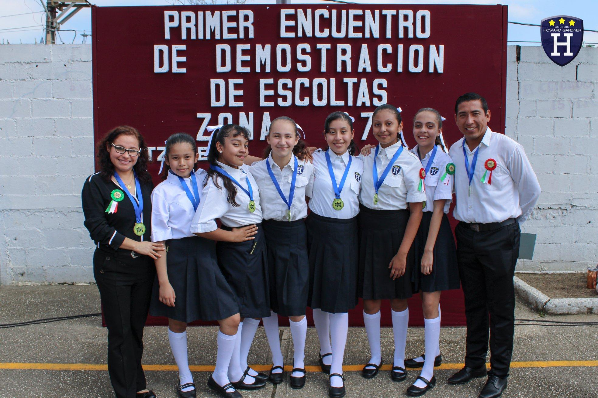Nuestras alumnas de 6° participan en la demostración de escoltas por el Día de la Bandera